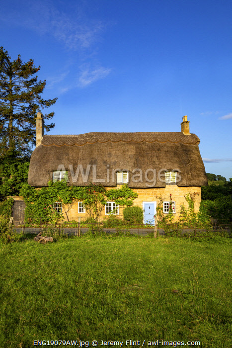 awl-images.com - England / Thatched cottage, Broadway, The Cotswolds, Gloucestershire, England, UK
