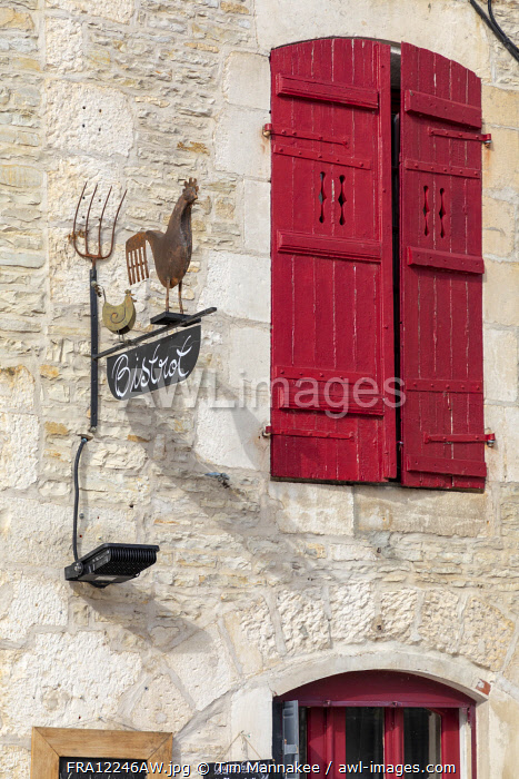 awl-images.com - France / France, Bourgogne-Franche-Comt�, Burgundy, Tanlay, the facade of a bistrot in front of Chateau Tanlay