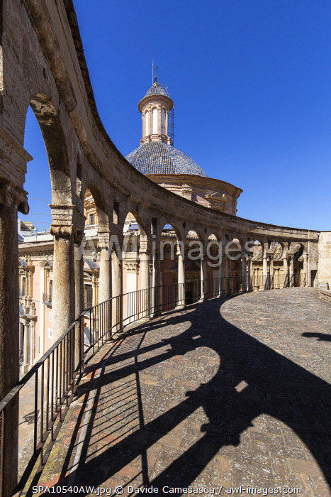 awl-images.com - Spain / Spain, Comunidad Valenciana, Valencia, The colonnade of the Cathedral by the Apostles' Gate.