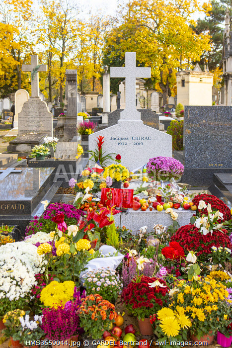 awl-images.com - France / France, Paris, the cemetery of Montparnasse in autumn, the tomb of Jacques Chirac