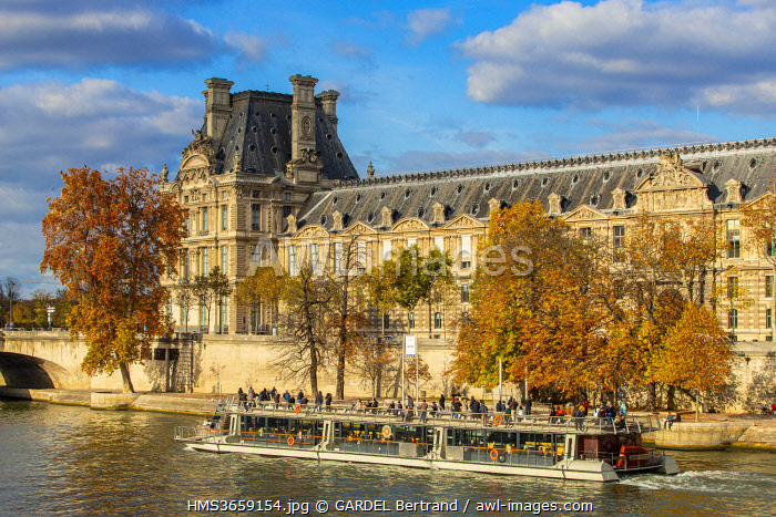awl-images.com - France / France, Paris, Banks of Seine river in autumn, the Louvre museum