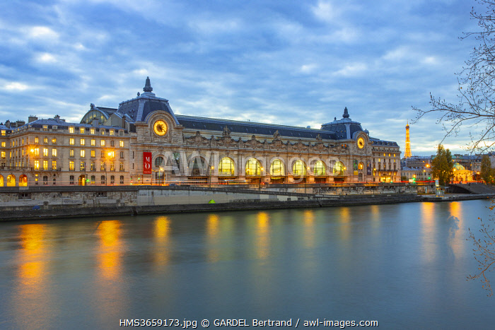 awl-images.com - France / France, Paris, the UNESCO listed banks of the Seine in autumn, the Musee d'Orsay and the Eiffel Tower