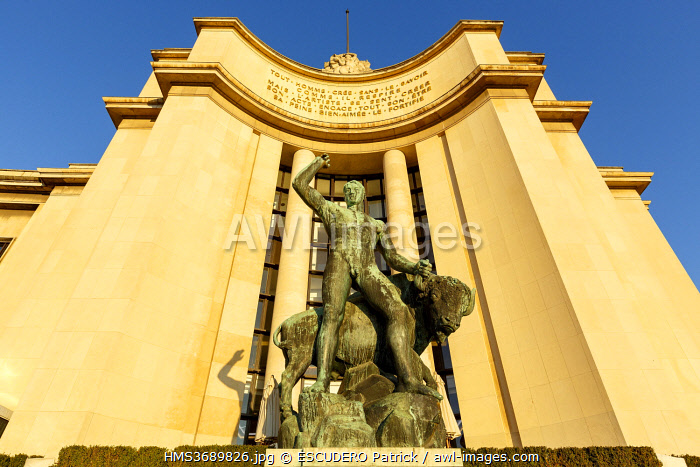 awl-images.com - France / France, Paris, Trocadero, Palais de Chaillot (1937) in neo classical style, bronze statue Hercule et le Taureau (Hercules and the Bull) by Albert Pommier, Human Rights square