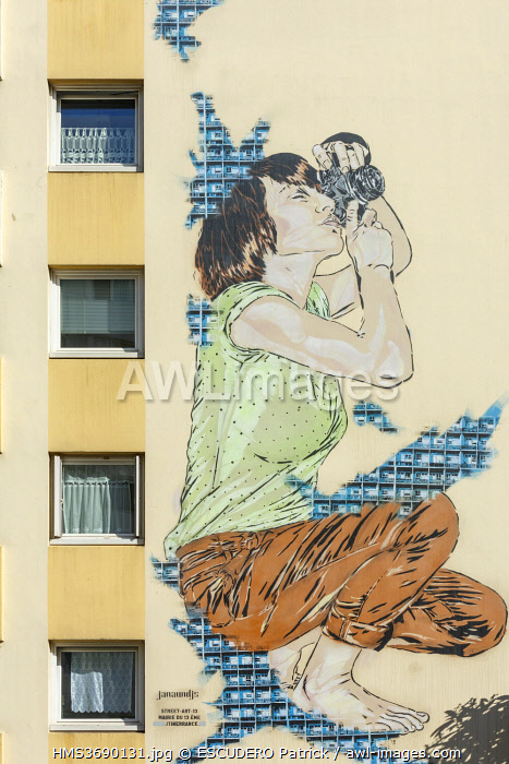 awl-images.com - France / France, Paris, mural on the facade of an apartment building located in Rue Jeanne d'Arc by street artists Jana and Js under the name of JanaundJs