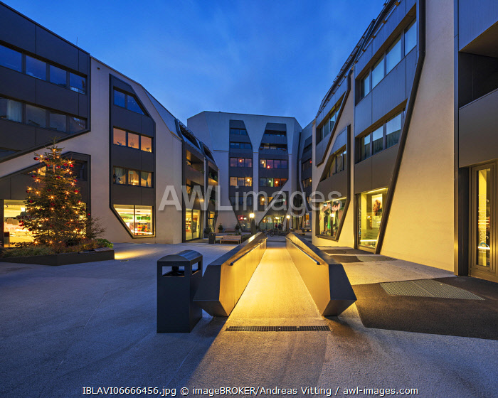 awl-images.com - Germany / The Sonnenhof in the twilight with Christmas tree, office and residential building, modern architecture, Jena, Thuringia, Germany, Europe