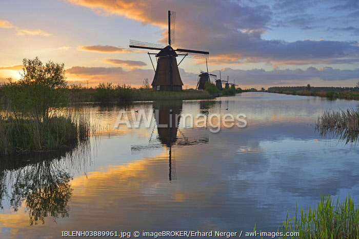 awl-images.com - The Netherlands / Historic windmills, UNESCO World Heritage Site, Kinderdijk, South Holland, Netherlands
