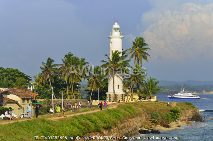 awl-images.com - Sri Lanka / View of the fortification wall and the lighthouse, UNESCO World Heritage Site, Galle Fort, Galle, Southern Province, Sri Lanka, Asia