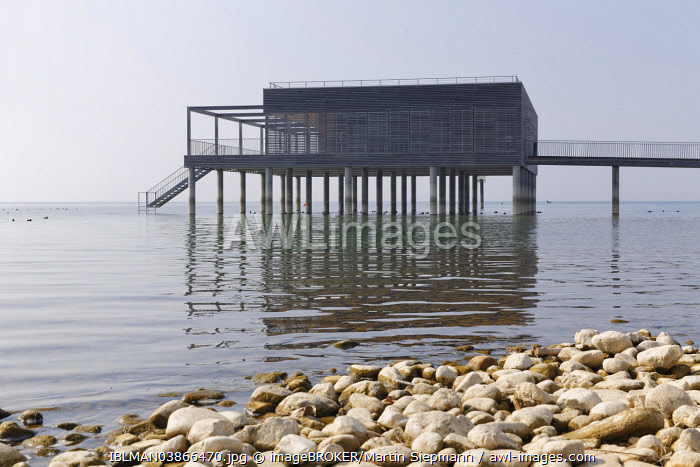 awl-images.com - Austria / Bathhouse at the Kaiserstrand, Lochau, Lake Constance, Vorarlberg, Austria, Europe