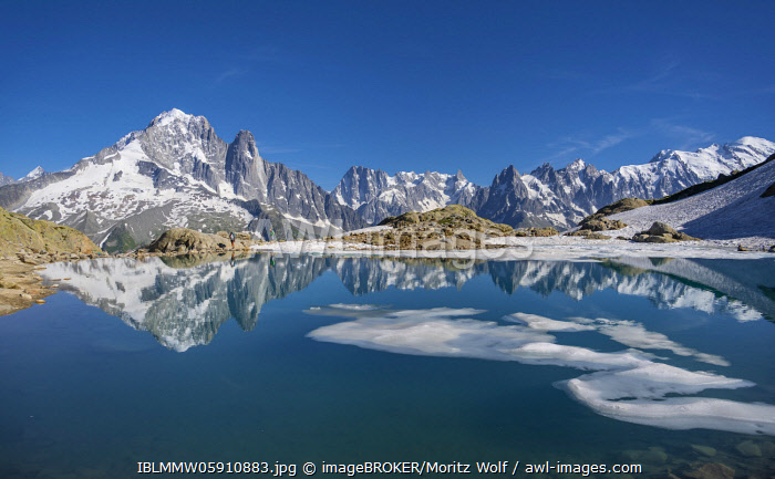 awl-images.com - France / Mountain panorama, ice floe on Lac Blanc, mountain peaks reflected in mountain lake, Grandes Jorasses and Mont Blanc massif, Chamonix-Mont-Blanc, Haute-Savoie, France, Europe