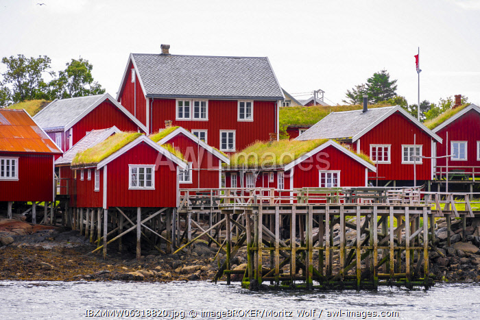 awl-images.com - Norway / Rorbuer, typical wooden houses, Reine, Moskenes�y, Lofoten, Nordland, Norway, Europe